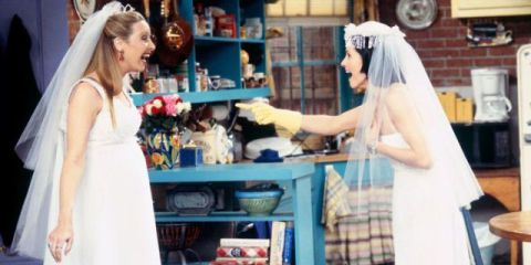 14 Times Monica From Friends Wore The Most Inropriate Cleaning Clothes Ever