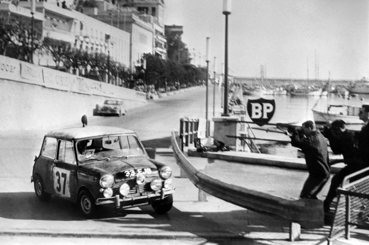 25 Pictures That Beautifully Capture The Madness of the Monte Carlo Rally