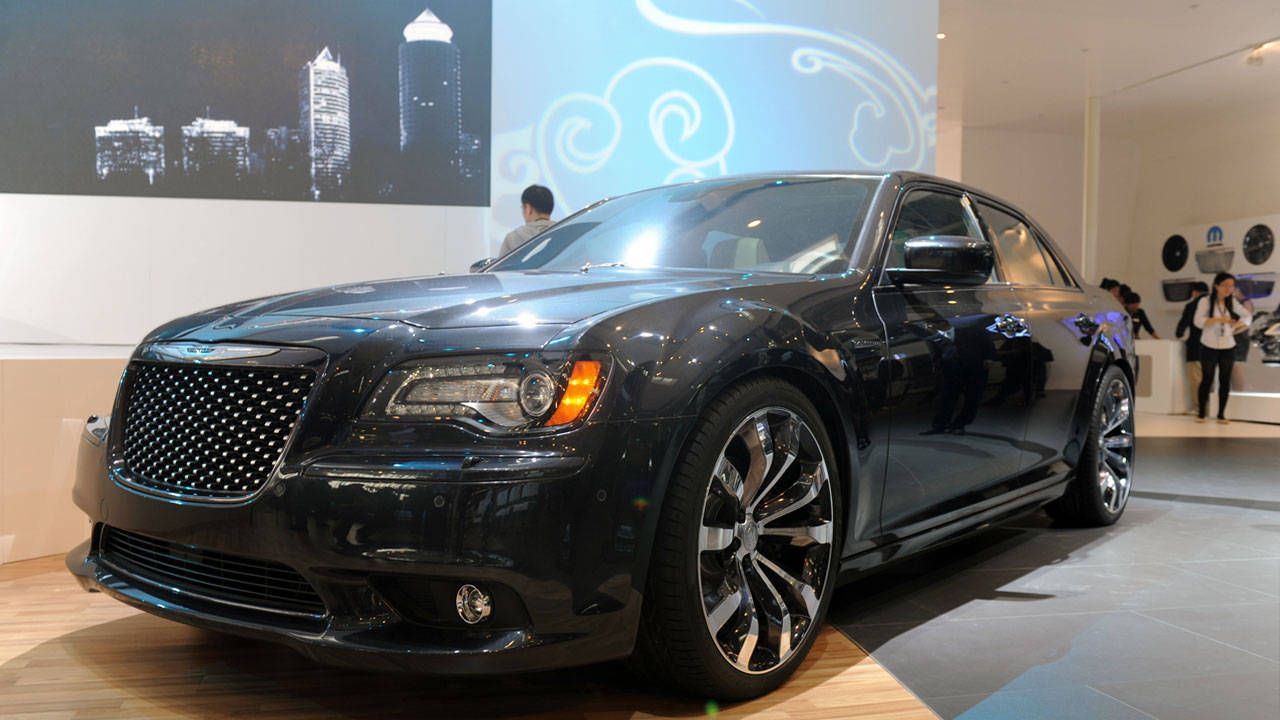 hight resolution of chrysler 300 ruyi pictures and sedan specs from the 2012 beijing auto show roadandtrack com
