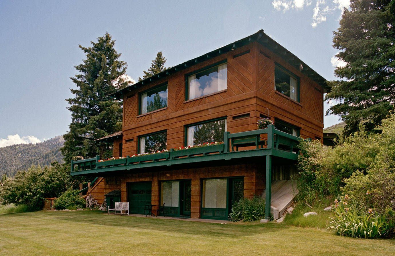 Ernest Hemingway House Ketchum Idaho Photos - Pictures of Mariel Hemingway and Langley Fox