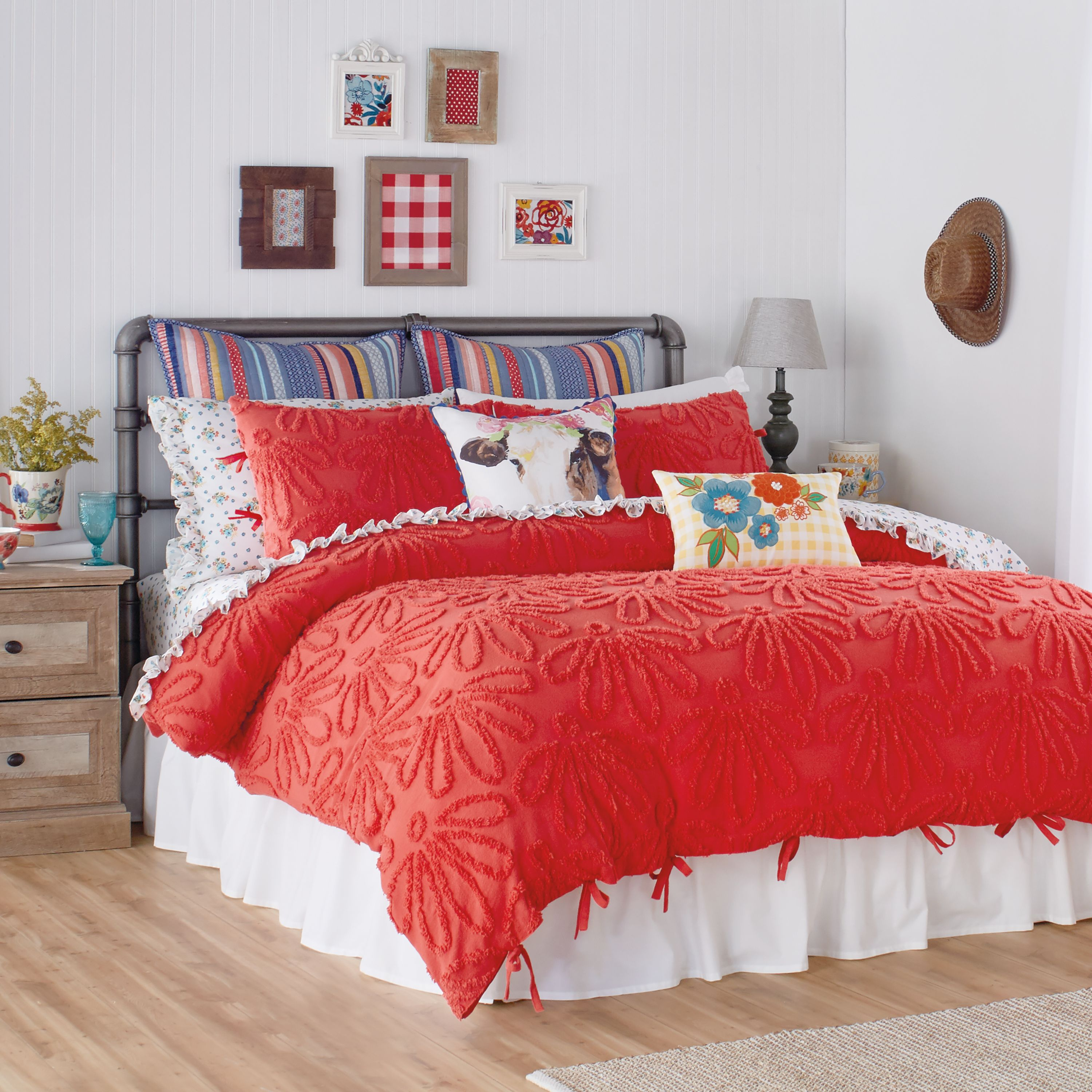 See 'Pioneer Woman' Star Ree Drummond's New Fall Bedding Line at Walmart