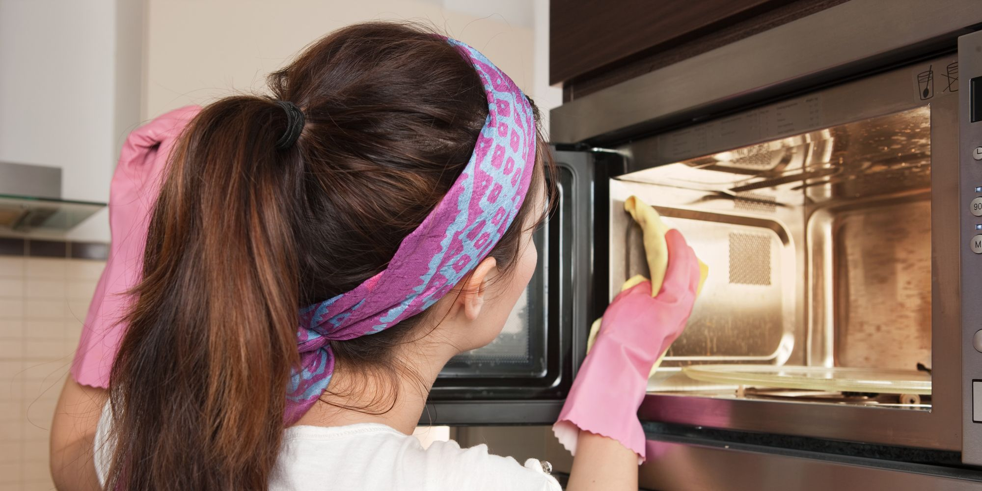 how to clean a microwave with lemon and