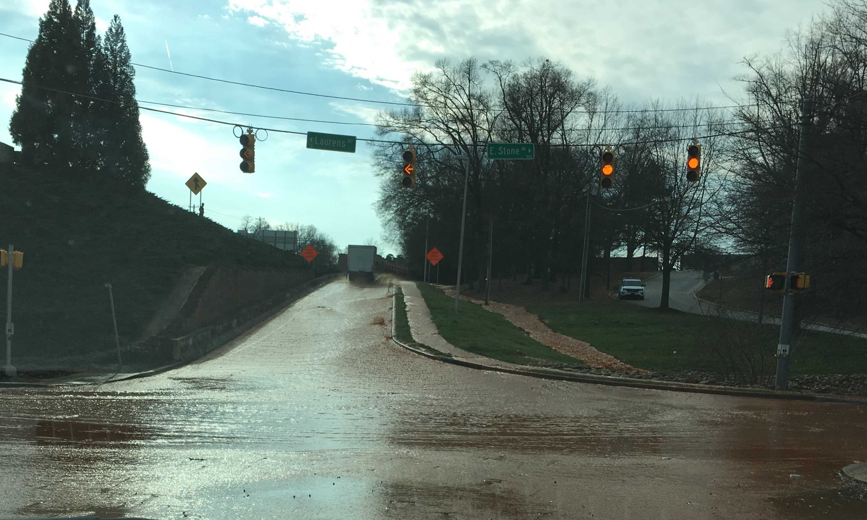 Greenville water main break floods Stone AveI385 area