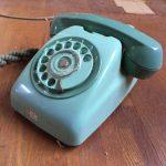 緑色の電話機