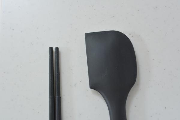 黒いスパチュラ