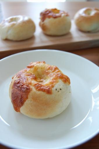 チーズとプレーン ベーグル