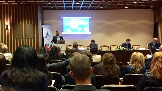 Kepli József alpolgármester a hévízi tapasztalatokról beszél a konferencián. (Fotó: Hévízi Önkormányzat)eviz