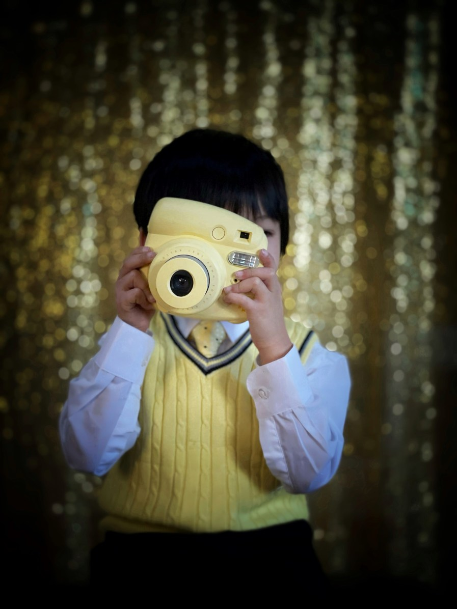 TIPS ON HOW TO MAKE TODDLER INTERESTED IN FRONT OF THE CAMERA