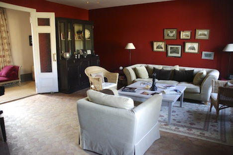 All modern comforts and conveniences include a comfortable common lounge