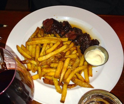 Bistro Wagon Rouge steak frite