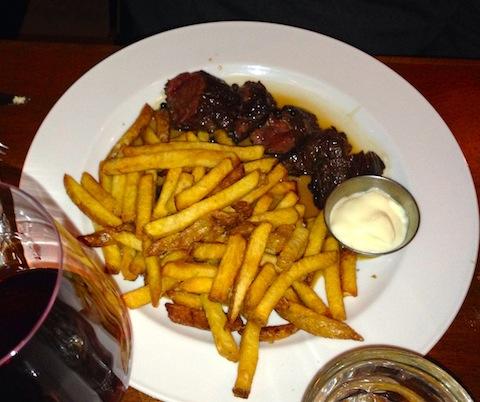 Bistro Wagon Rouge steak frite