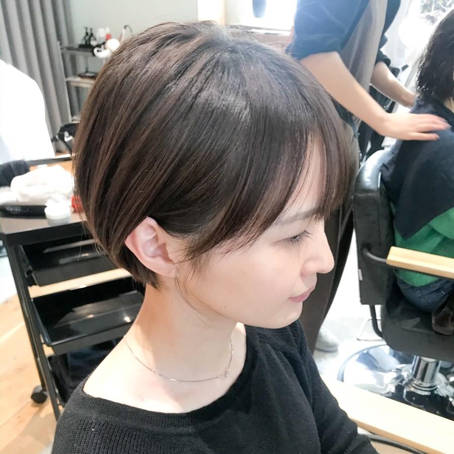 丸みショートのヘアスタイル