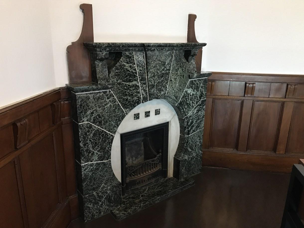 岩手銀行赤レンガ館暖炉