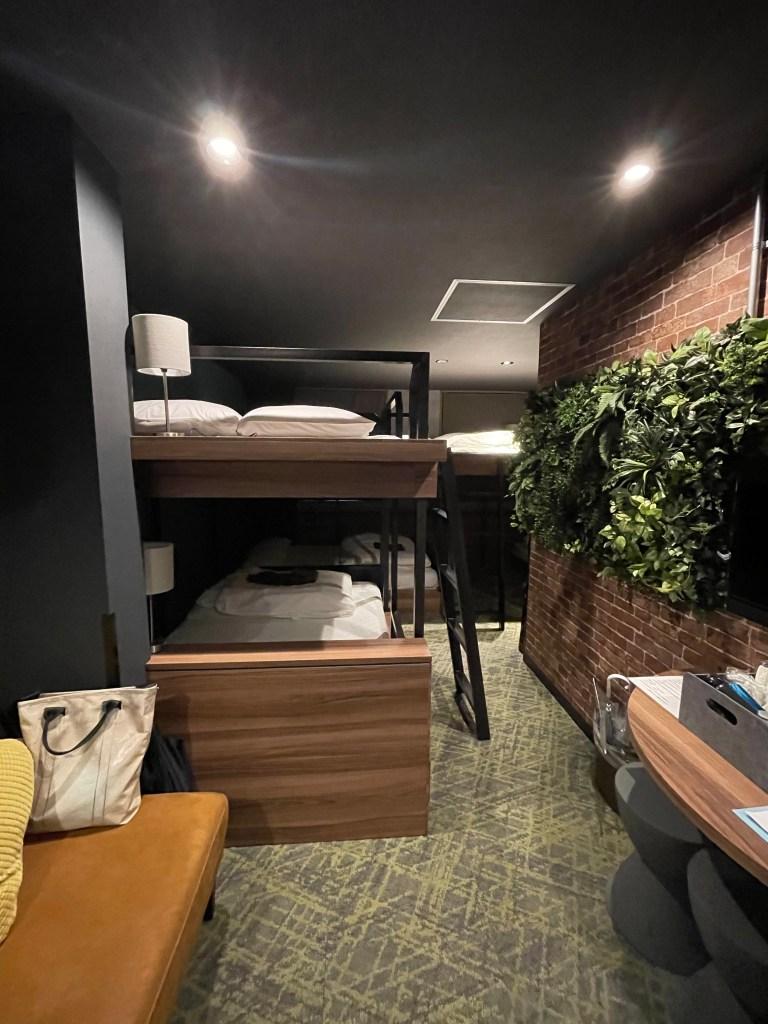 アンダーレイルウェイホテル ROOM18(7人部屋)