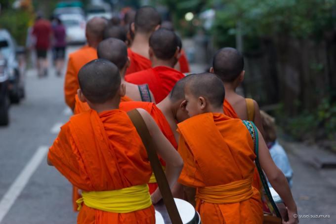 僧侶 ルアンパバーン 托鉢