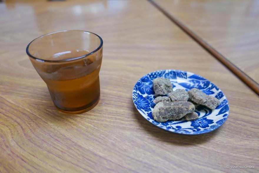 黒蜜とお茶