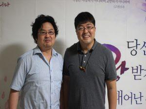 韓国語学院のイムさん(左)と訪問団代表のキムさん