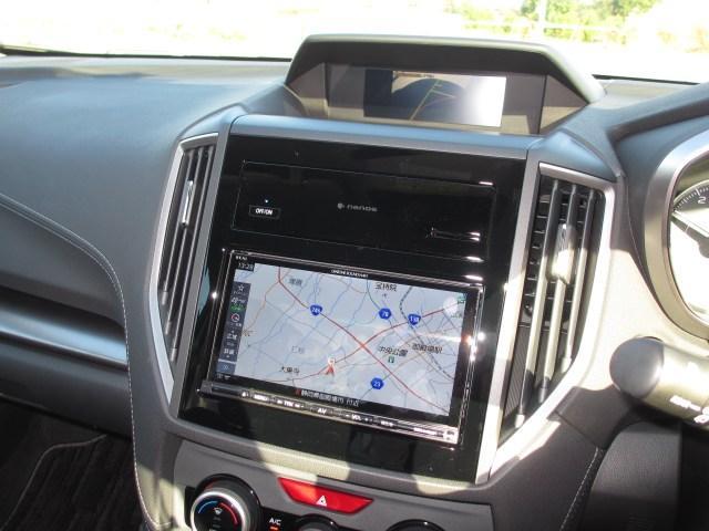 試乗車には、ダイアトーンサウンドナビと、サイドビューカメラをつけてみたよ。ナノイー(イオン発生器)は、スバル純正ナビパックを買うと自動的についてくるよ!