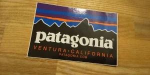 【パタゴニア好きのおすすめフリースアウター5選、メンズ・レディースどちらにも人気‼】パタゴニアステッカー画像