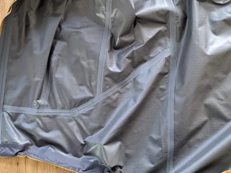 【アークテリクス・ゼータSLジャケット】ベータSL後継モデルの着用レビュー・ゼータSLジャケット・裏地、シームテープ画像