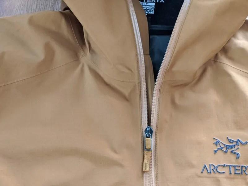 【アークテリクス・ゼータSLジャケット】ベータSL後継モデルの着用レビュー・ゼータSLジャケット・メインジップ画像