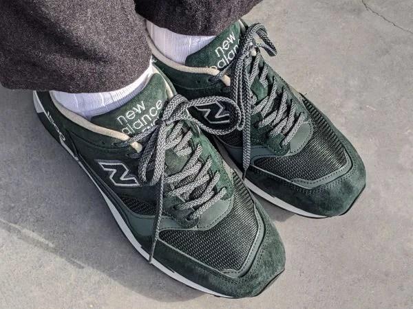 UKメイドの名品番【ニューバランスM1500・レビュー】サイズ感や履き心地を元靴屋が紹介・全体履き画像