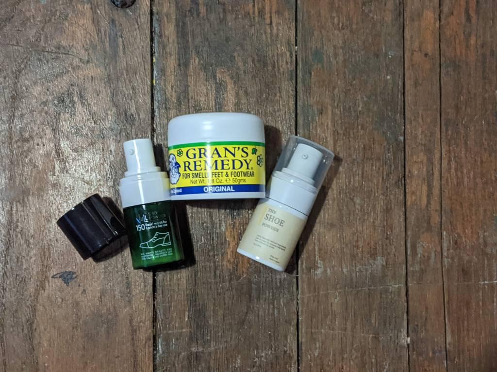 『靴の匂いを取る粉』靴用 消臭パウダー、おすすめ商品の比較や使い方を元靴屋が紹介・3商品アップ画像
