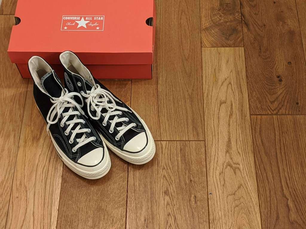 『コンバース CT70・レビュー』サイズ感や履き心地、気になる偽物について元靴屋が紹介・立った靴と箱左上画像