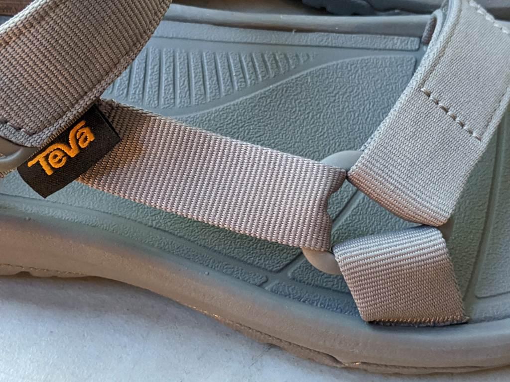 【レビュー】TEVA/テバ ハリケーンXLT2・サイズ感や履き心地を元靴屋が紹介・サイドストラップ画像2