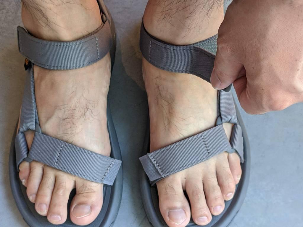 【レビュー】TEVA/テバ ハリケーンXLT2・サイズ感や履き心地を元靴屋が紹介・着脱画像