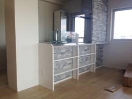お部屋の雰囲気を損なわないように外観を利用したシンプルなキッチン収納を製作しました。