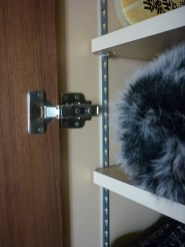靴の大きさでサイズ調整できるように可動式の棚を採用しています。