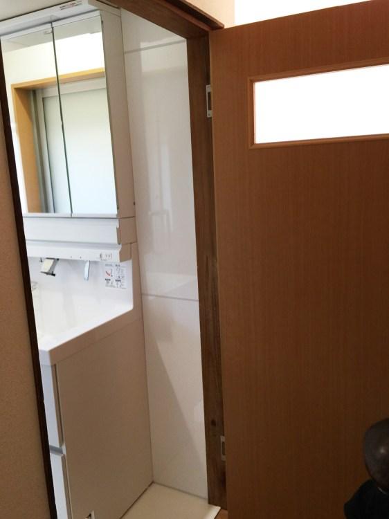 シンプルな開き戸を製作しました。