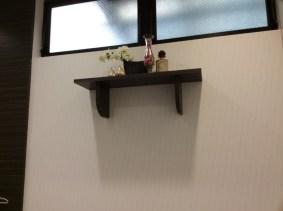 小さな埋め込み式の飾り棚です。