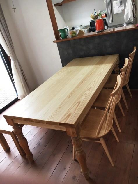 木のぬくもり溢れるダイニングテーブル