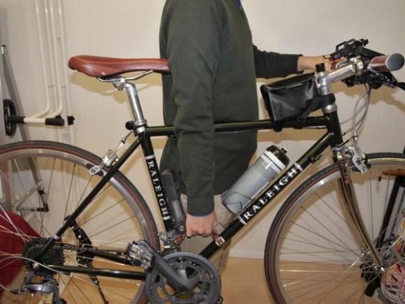 Hiroyaki leather grip bike001