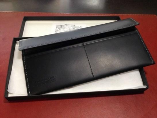 厚みが5mmの圧倒的な薄さの山藤の本革製札専用長財布、別名札財布。