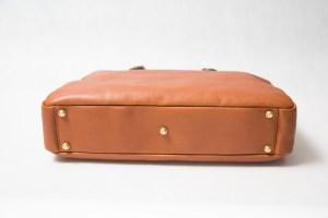 ブリーフバッグ底の真鍮