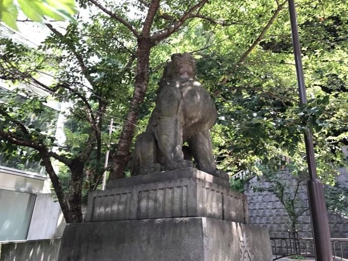 日枝神社狛犬左