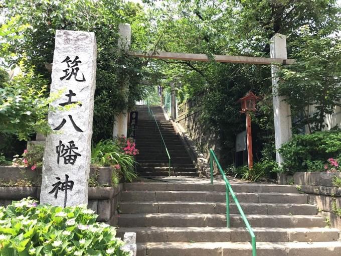 筑土八幡神社入り口