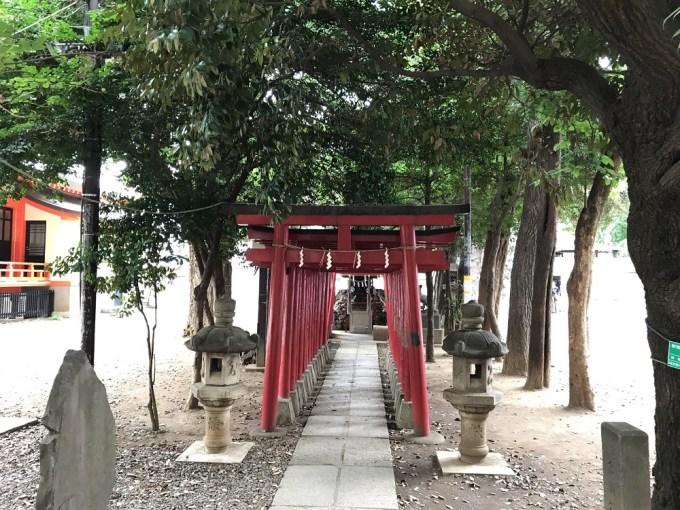 花園神社威徳稲荷神社鳥居