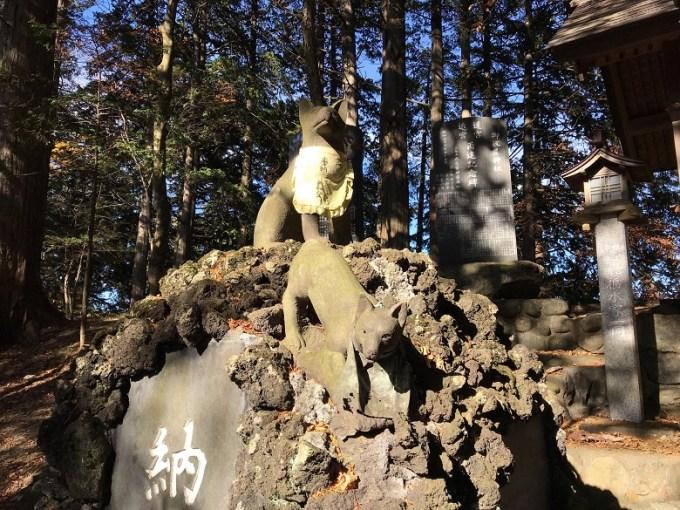 三峯神社遠宮狛狼左