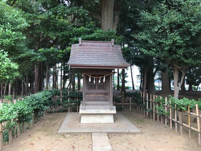 峯ヶ岡八幡神社諏訪社お社