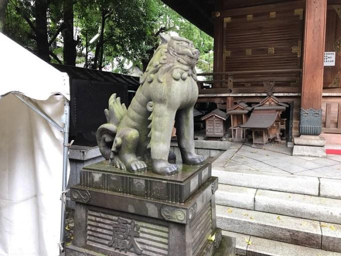 下谷神社狛犬左