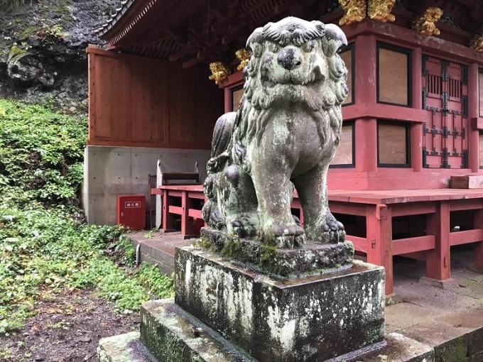 榛名神社狛犬左