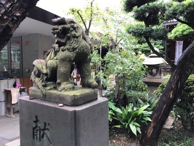 鳩森八幡神社狛犬左