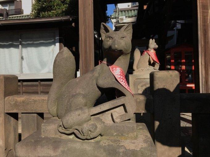 被官稲荷神社狛狐左
