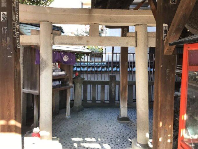 被官稲荷神社お社内の鳥居