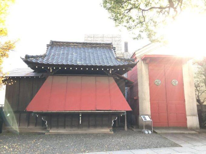 麻布氷川神社神輿庫と神楽殿