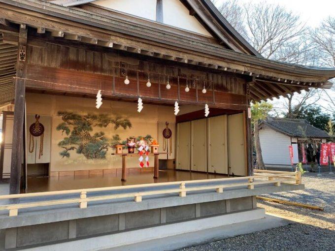 新曽氷川神社神楽殿中